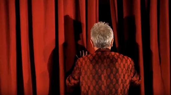 Teatro di Begamo scena da Danza di un viaggiatore leggero